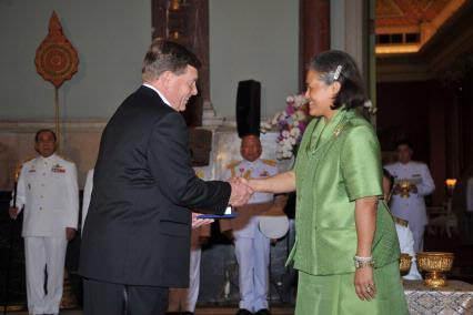 Her Royal Highness Princess Maha Chakri Sirindhorn of Thailand presents Robert E. Black with the Prince Mahidol Award in the field of Public Health.