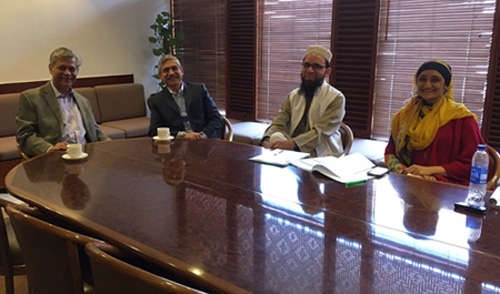 JH-IIRU Director meets with Dean of AKU