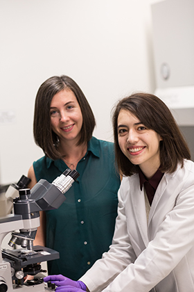 Jaime So and Monica Mugnier in the Mugnier Lab in Molecular Microbiology and Immunology